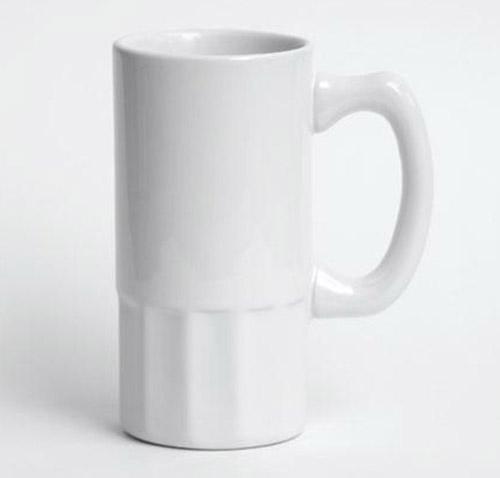 Белая пивная керамическая кружка с граненым низом