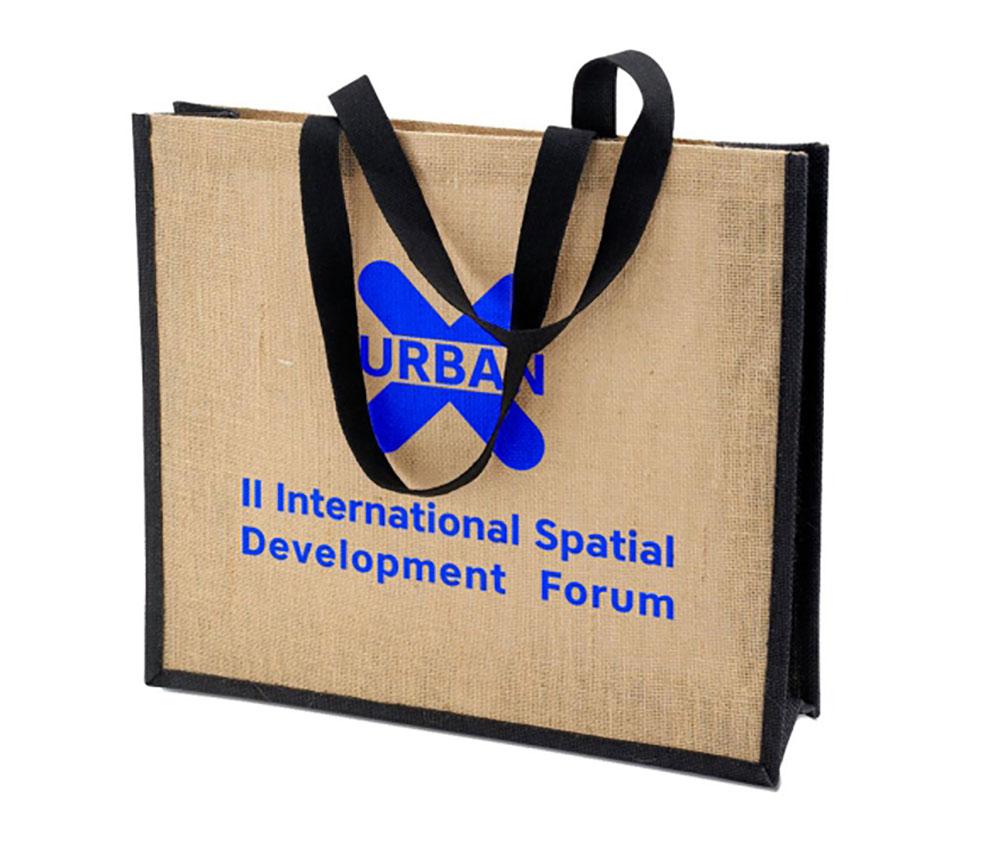 Печать логотипа на сумке из джута шелкографией